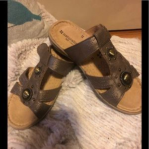 Naturalizer size 6 sandals
